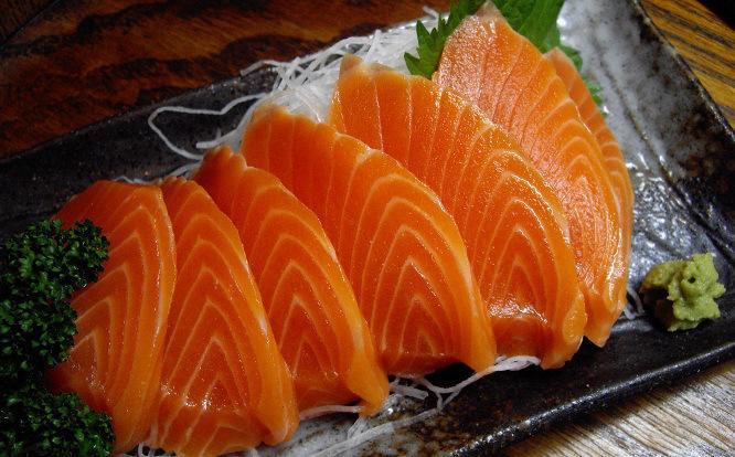 manfaat-ikan-salmon-untuk-ibu-menyusui